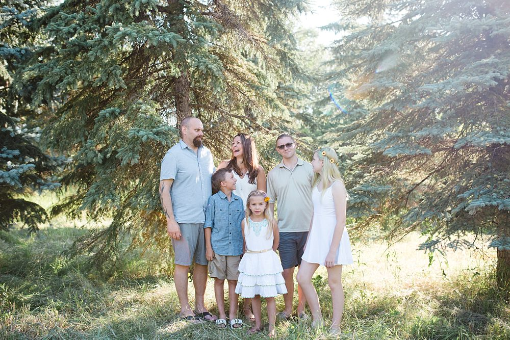 family photographers winnipeg,family shoot winnipeg,henteleff park winnipeg,natural family portrait photographers winnipeg,