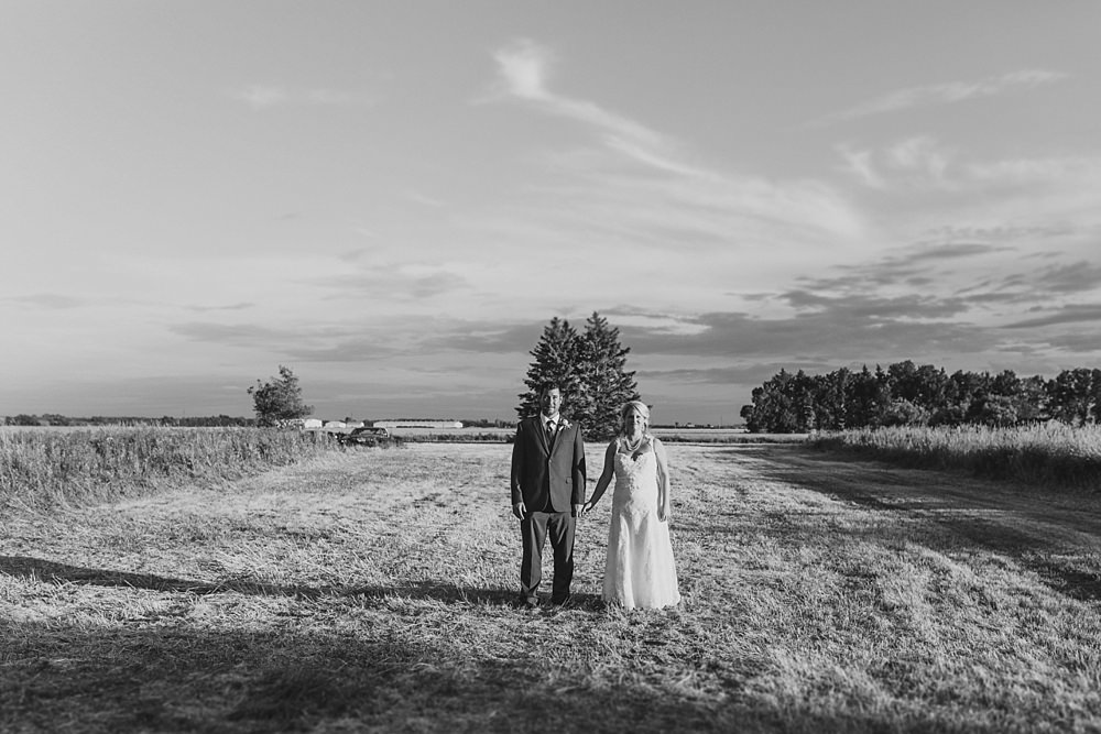 winnipeg-prairie-farm-wedding-37-39